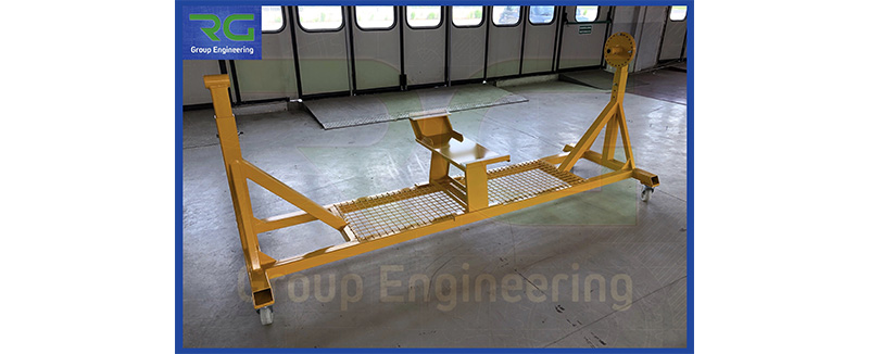 Struttura in carpenteria verniciata (SETTORE AUTOMOTIVE). Carrello per rotazione particolari in autoclave ad alte temperature.